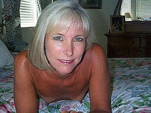 une bonne salope petit sein mature